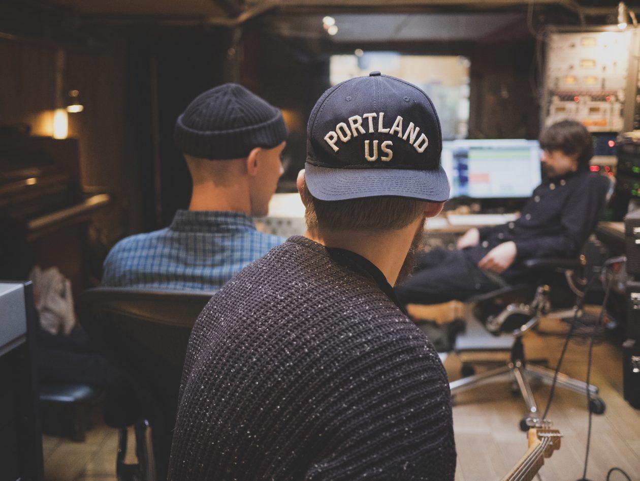 14 grandes produtores musicais que você precisa conhecer
