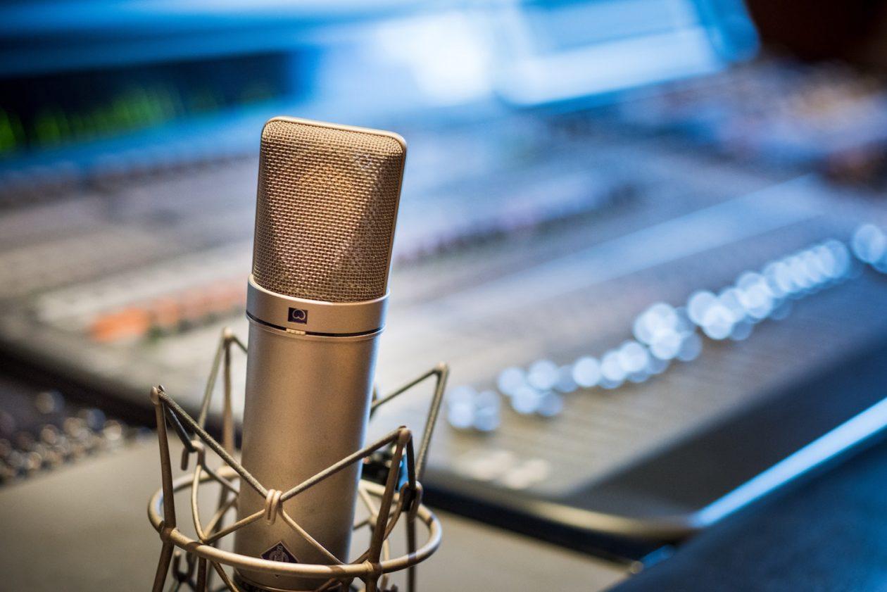 Microfone condensador [O Guia Definitivo]